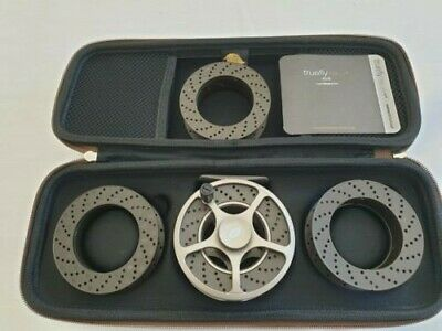 WYCHWOOD TRUEFLY SLA FLY REEL WITH THREE SPARE SPOOLS, WITH CARRY CASE. Line 5/6 • 31£