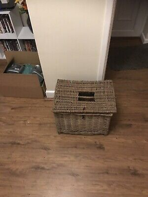 Vintage Wicker Fishing Basket • 0.99£