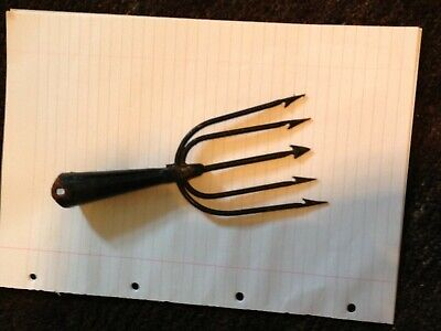 Antique Fishing Spear • 11.50£