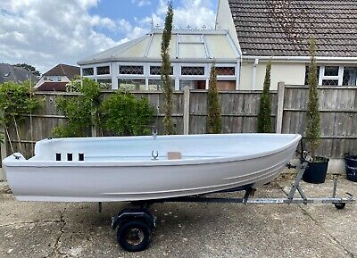 12ft Boat With An 15hp Mariner Outboard Engine. It Comes With A Trailer. • 930£