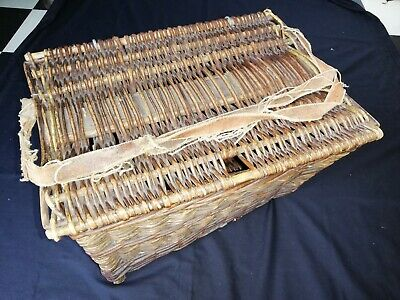 Vintage Wicker Fishing Basket • 55£