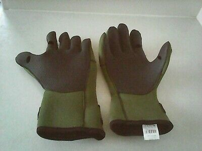 1pr Of Fishing Gloves Used Once • 3.50£