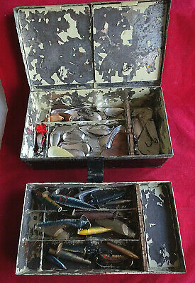A Large Vintage Lure Tin + Large Selection Of Old Lures • 34.99£