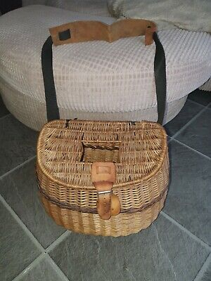 Vintage Fishing Wicker Basket • 25£