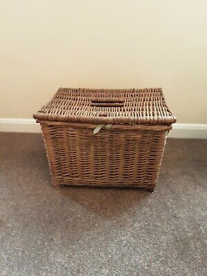 Vintage Wicker Fishing Basket/Creel. • 24.99£